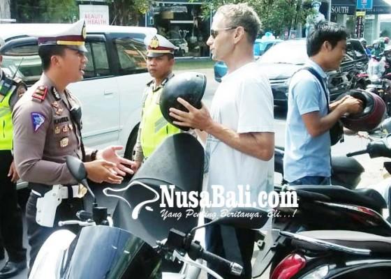 Nusabali.com - belasan-wisatawan-tanpa-helm-terjaring-razia
