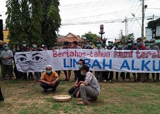 Nusabali.com - warga-geruduk-dprd-rembang
