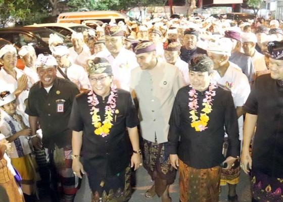 Nusabali.com - bupati-badung-hadiri-acara-pelantikan-bendesa-adat-kelan