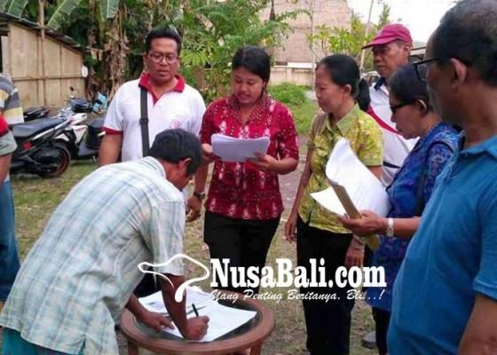 Nusabali.com - tim-duktang-periksa-pekerja-proyek-hotel