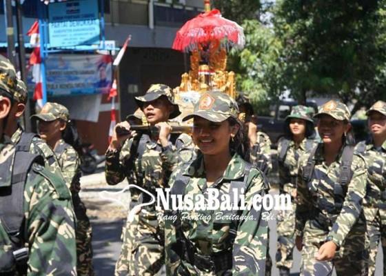 Nusabali.com - pelajar-usung-pataka-songsong-hari-puputan