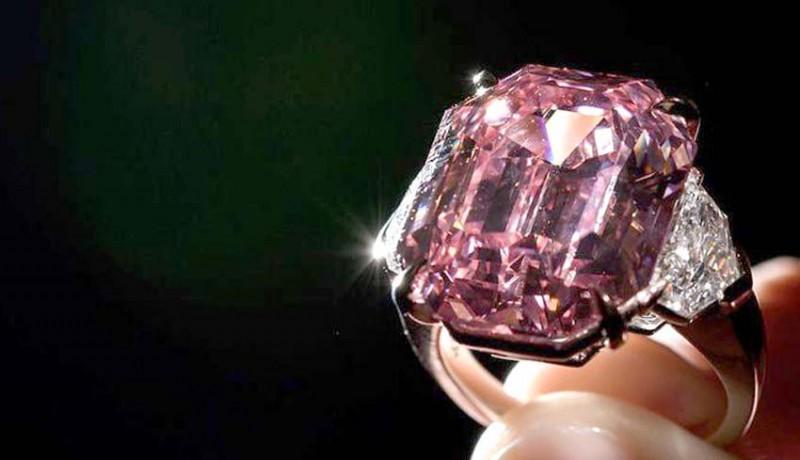 www.nusabali.com-sebuah-berlian-sangat-langka-terjual-dengan-harga-44-juta-euro