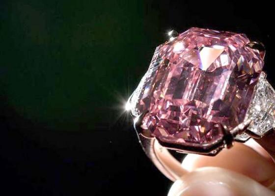Nusabali.com - sebuah-berlian-sangat-langka-terjual-dengan-harga-44-juta-euro
