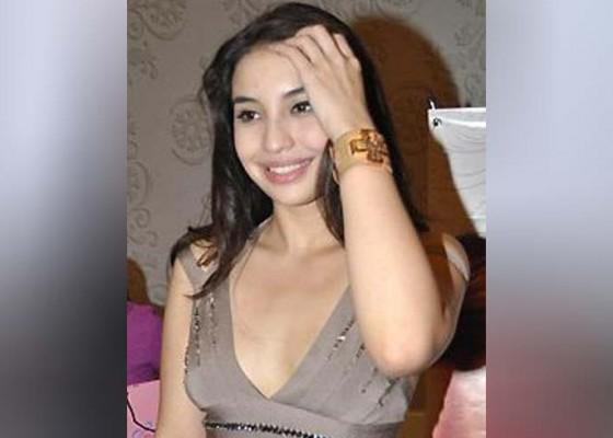 Nusabali.com - berfoto-seksi-manohara-disentil-masa-lalunya