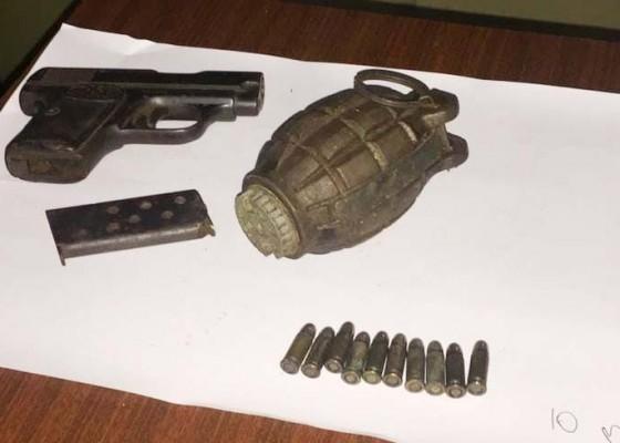 Nusabali.com - buruh-proyek-temukan-pistol-dan-granat