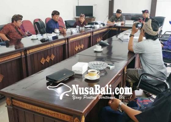 Nusabali.com - perbekel-tembok-beberkan-masalah-pertanian-minta-pemerintah-bangun-embung