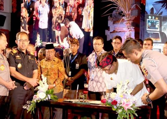 Nusabali.com - gubernur-koster-tandatangani-mou-bali-gabung-jaringan-samsat-online-nasional