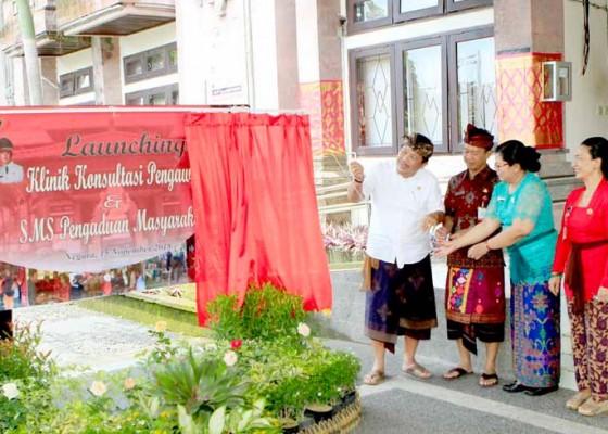 Nusabali.com - bupati-artha-launching-klinik-konsultasi-pengawasan-dan-sms-pengaduan-masyarakat