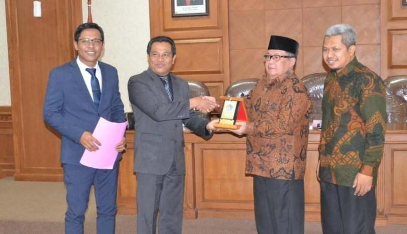 www.nusabali.com-ketua-komisi-i-terima-kunjungan-kerja-dprd-kota-surakarta