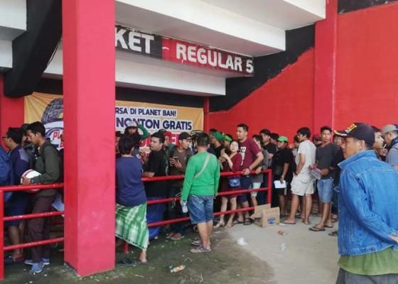 Nusabali.com - ribuan-bonek-datang-polres-gianyar-siagakan-120-personel