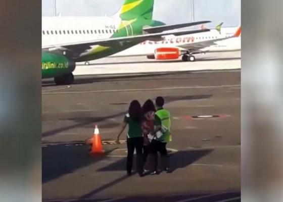 Nusabali.com - ketinggalan-pesawat-ancam-bunuh-diri