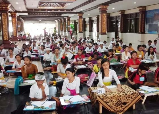 Nusabali.com - ratusan-siswa-sd-ikuti-lomba-nyurat-aksara-bali-di-taman-budaya