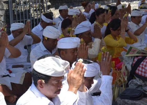 Nusabali.com - nyejer-tiga-hari-pujawali-di-pura-kahyangan-luhur-batu-panes