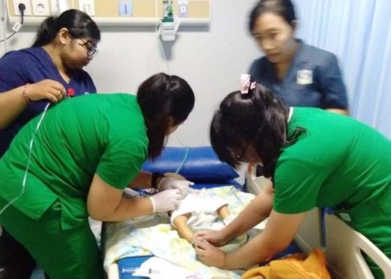 Nusabali.com - dibuang-ibunya-dari-mobil-bayi-tewas