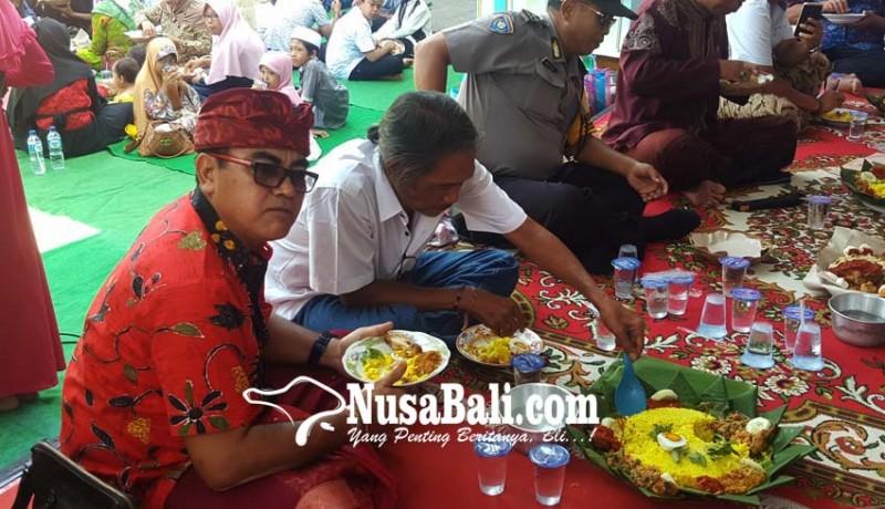 www.nusabali.com-tonjolkan-toleransi-makan-bersama-libatkan-non-muslim
