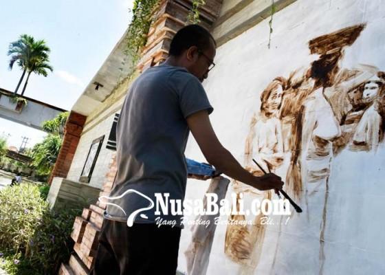 Nusabali.com - dihiasi-mural-berbahan-kopi-bubuk
