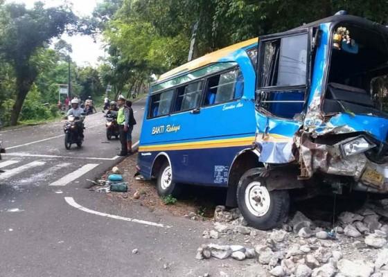 Nusabali.com - bus-lawan-truk-3-penumpang-luka