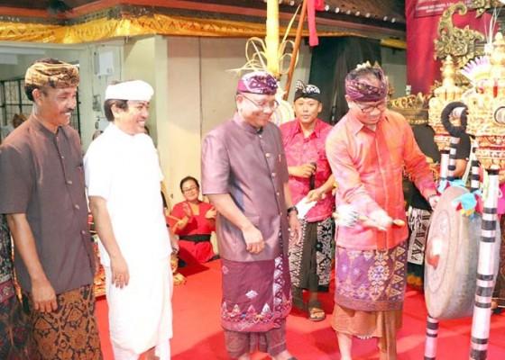 Nusabali.com - wabup-serahkan-gambelan-gong-gede-dan-baleganjur