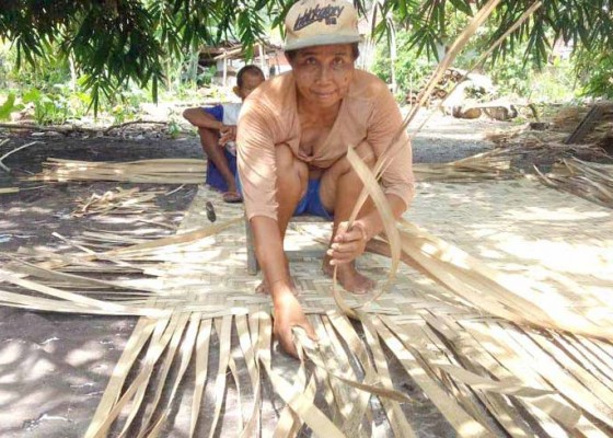 Nusabali.com - perajin-gedeg-sudah-lingsir-kewalahan-penuhi-pesanan
