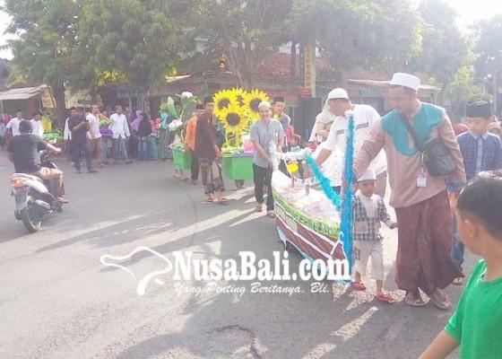 Nusabali.com - arakan-male-semarakkan-peringatan-maulid-nabi-di-loloan-timur