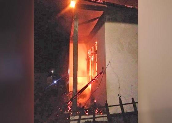 Nusabali.com - ditinggal-matetulung-rumah-habis-terbakar