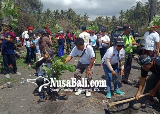 Nusabali.com - refreshing-32-napi-lp-kerobokan-diajak-tanam-pohon-di-pantai-saba