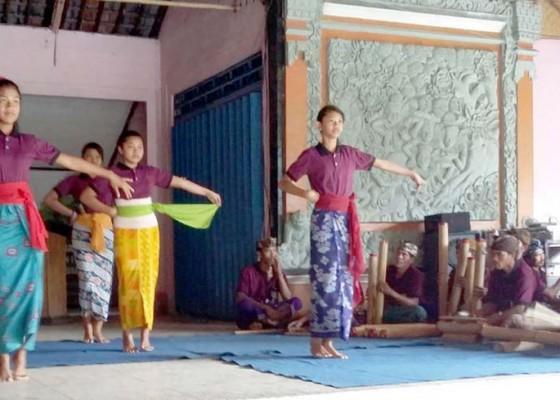 Nusabali.com - unud-rekonstruksi-tari-bumbung-gebyog-untuk-menunjang-desa-wisata-pinge