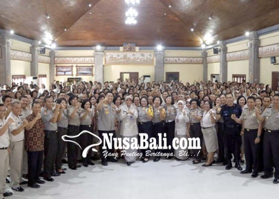Nusabali.com - pns-polda-bali-harus-bisa-jadi-panutan