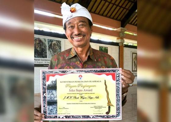 Nusabali.com - jejeneng-mpu-keris-raih-joko-supo-award