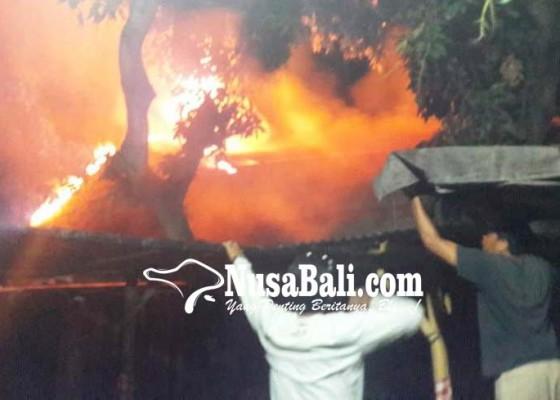 Nusabali.com - gudang-kayu-banyuning-terbakar-kerugian-rp-25-miliar