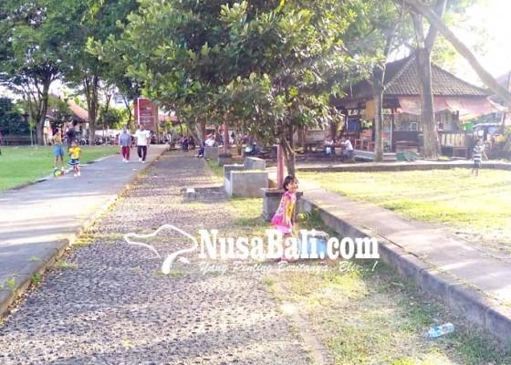 Nusabali.com - warga-harapkan-sejumlah-rth-dilengkapi-fasilitas-bermain-anak