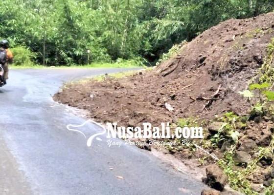 Nusabali.com - pemotor-khawatirkan-jalan-berlumpur