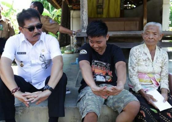 Nusabali.com - wabup-kunjungi-teruna-yatim-piatu-disabilitas