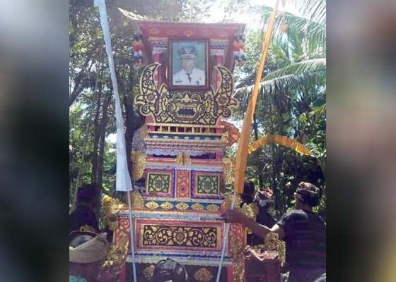 Nusabali.com - ngaben-kadisdikpora-jembrana