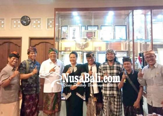 Nusabali.com - panitia-karya-pura-pasek-pundukdawa-audiensi-ke-bupati-tabanan