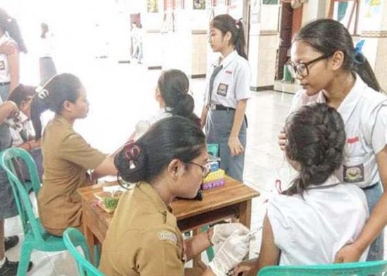 Nusabali.com - badung-target-2882-siswi-smasmk-dapat-vaksinasi-kanker-serviks