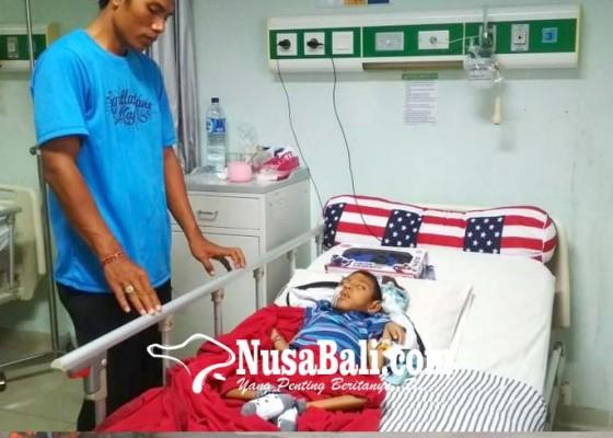 Nusabali.com - alami-kelainan-saraf-motorik-gede-raka-tidak-bisa-berdiri-dan-bicara