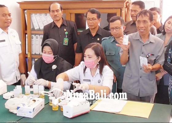 Nusabali.com - antisipasi-narkoba-pegawai-pn-singaraja-tes-urine