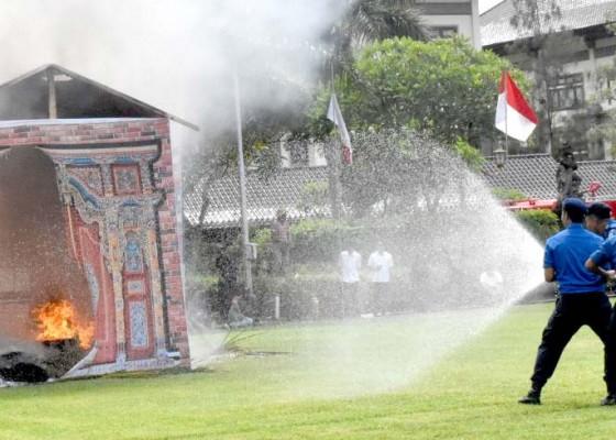 Nusabali.com - badung-gelar-simulasi-kebakaran