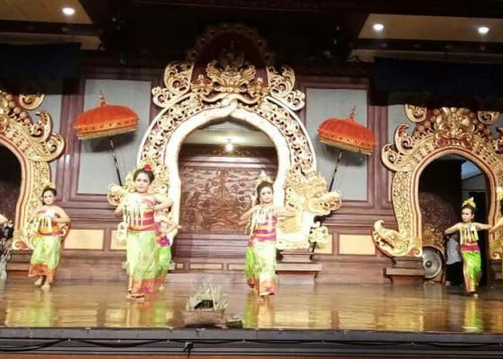 Nusabali.com - 148-penari-cilik-semangat-lakoni-ujian-kenaikan-tingkat-di-art-centre