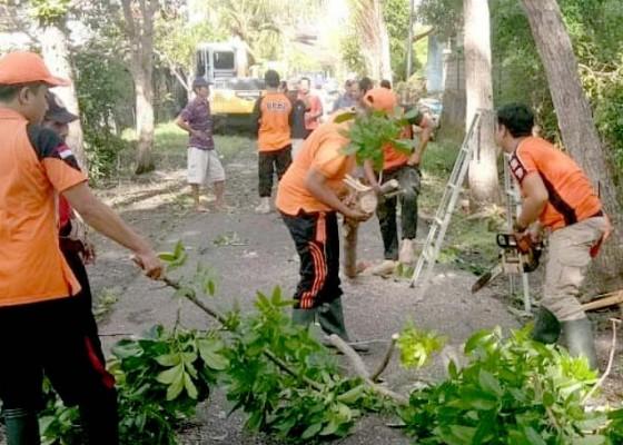 Nusabali.com - antisipasi-banjir-warga-intensifkan-gotong-royong