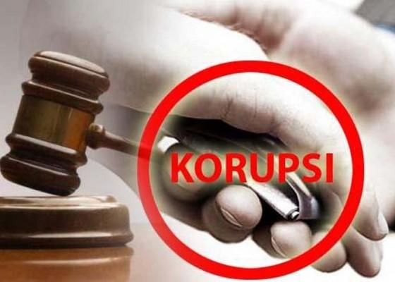 Nusabali.com - status-terdakwa-masih-terima-gaji-50-persen