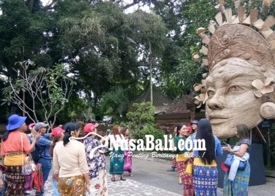 Nusabali.com - habiskan-16000-batang-lidi-jadi-rebutan-buat-foto