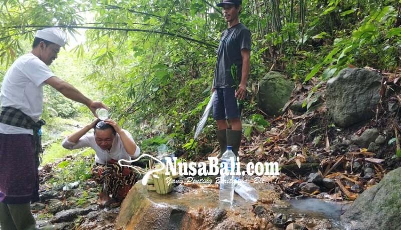 www.nusabali.com-airnya-tak-pernah-surut-berkhasiat-sembuhkan-beragam-penyakit