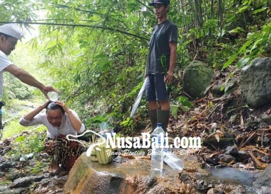Nusabali.com - airnya-tak-pernah-surut-berkhasiat-sembuhkan-beragam-penyakit