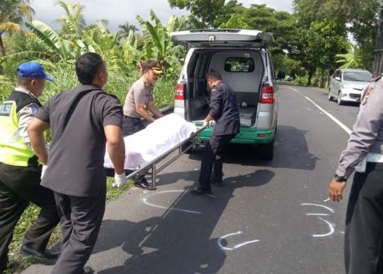Nusabali.com - hindari-lubang-pemotor-tewas-ditabraktruk