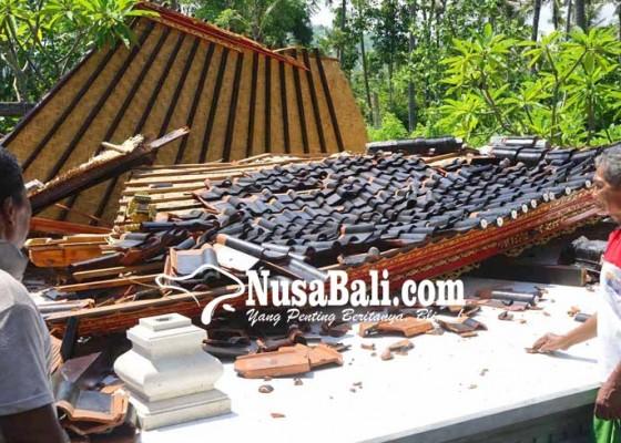 Nusabali.com - baru-dibangun-bale-gong-pura-subak-ketapang-roboh