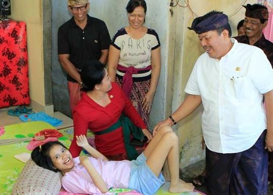 Nusabali.com - 198-disabilitas-terima-sembako