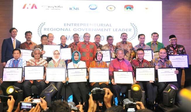 www.nusabali.com-rai-mantra-dinobatkan-sebagai-walikota-entrepreneur-award-2018