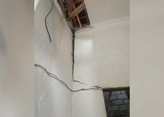 Nusabali.com - gempa-57-sr-tembok-rumah-retak